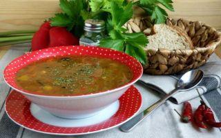 Какие приправы добавляют в фасолевый суп?