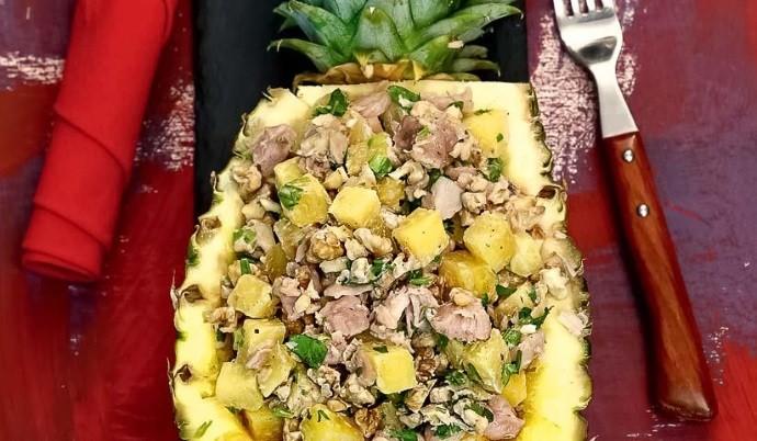 Курица с ананасом