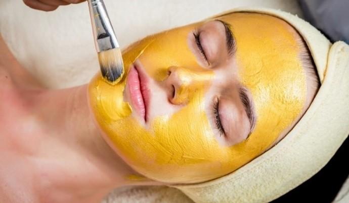 Золотая маска с куркумой