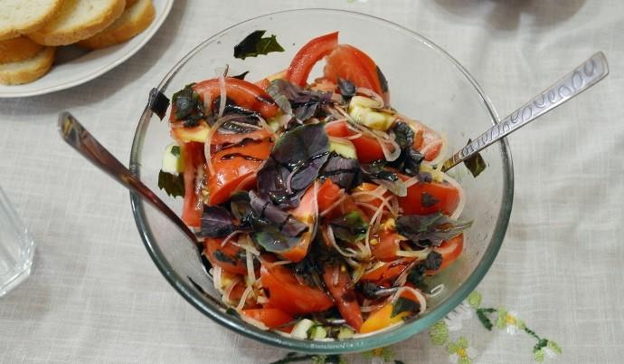 Прозрачный салатник