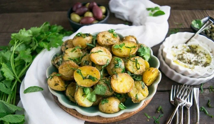 Запеченая картошка с соусом