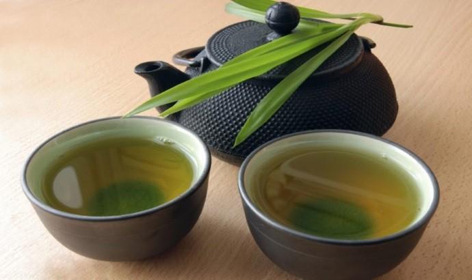 Чашки чая с тархуном