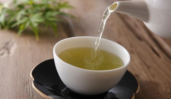 Горячий зеленый чай