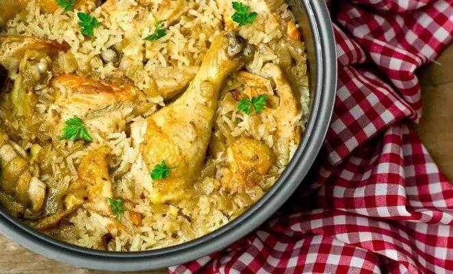Какие специи добавляют в плов с курицей?
