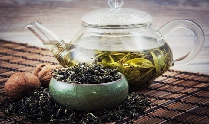 Тархун в черном чае