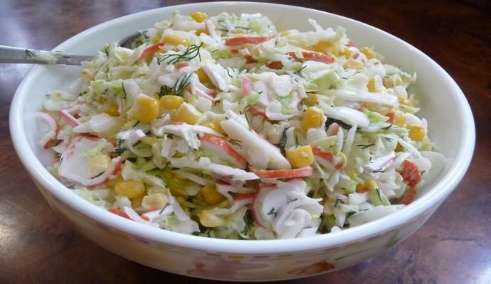 Салат крабовые палочки, помидоры, сыр, чеснок: просто праздник