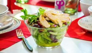 Салат с виноградом курицей и сельдереем