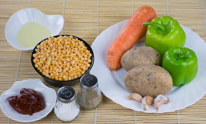 Какие специи добавляют в гороховый суп?