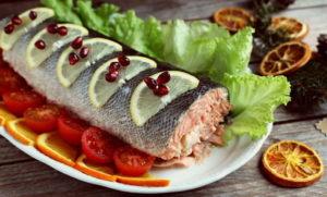 Красная рыба с помидорами