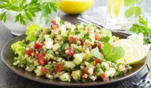 Салат с мятой и лимоном
