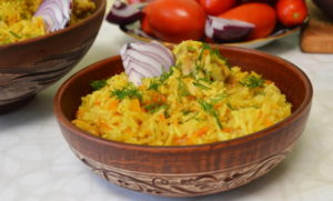 Рис с куркумой и овощами