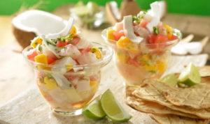 Салат с рыбой и кокосом