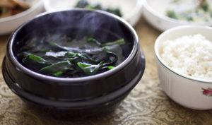 Горячий суп с ламинарией