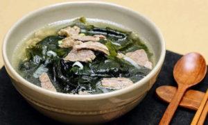 Суп с мясом и ламинарией