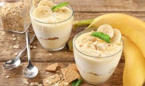 Десерт с бананом