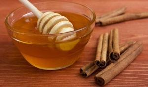 Готовим маску с корицей и медом